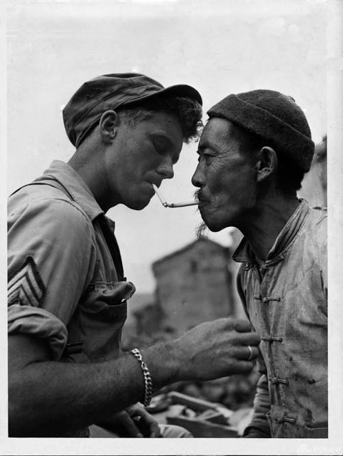 1943年美军与中国军民并肩与日军作战旧照
