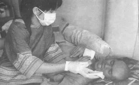 """1996年12月31日 """"鸡尾酒疗法""""为垂死的泰国艾滋病人带来生机"""